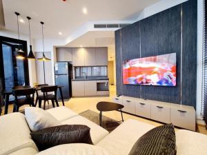 For RentCondoRama9, RCA, Petchaburi : Condo for rent Ashton Asoke Rama9 size 62 Sq.m 2 bed 2 bath price only 60k !!!