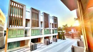 For SaleHome OfficeSukhumvit, Asoke, Thonglor : Home office for sale Qualitia sukhumvit 62 (Qualitia Sukhumvit 62) near BTS Bang Chak only 200 meters.