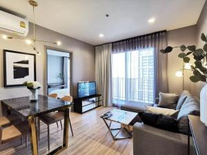 For RentCondoRama9, RCA, Petchaburi : The Base Garden Rama 9 for rent. 2 bed 30 floor.