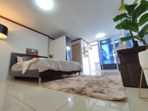 For SaleCondoRatchadapisek, Huaikwang, Suttisan : Sale Ratchada City 18, size 29 sqm., newly decorated, fully furnished.