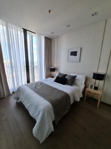 เช่าคอนโดสุขุมวิท อโศก ทองหล่อ : Park24 (only 35K) ห้องใหม่ 2 ห้องนอน มีอ่าง ห้องนั่งเล่นกว้าง ชั้นสูง แต่งสวย