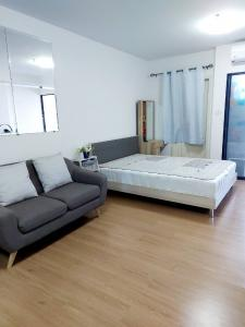 For RentCondoChengwatana, Muangthong : For rent Supalai Loft Chaeng Watthana, near MRT Si Rat Station - Pink Line