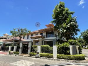 For RentHousePattanakan, Srinakarin : House for rent, Phatthanakan, corner plot, 5 bedrooms, 120 wa with garden area