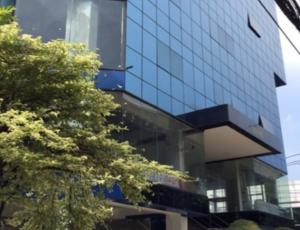 For RentOfficeRama9, RCA, Petchaburi : 7-storey office building for rent with parking, showroom for rent, whole building, total area 1800 square meters, very good location, on Rama 9 Road