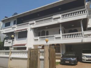 For RentHouseSukhumvit, Asoke, Thonglor : 3-storey detached house for rent, area 100 sq m., behind the corner of Soi Sukhumvit 47, near BTS Thonglor.