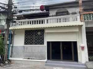 For RentTownhouseRatchadapisek, Huaikwang, Suttisan : House for Rent at Yu Charoen 779 Village Near MRT Huai Kwang