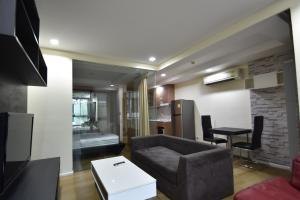 For RentCondoOnnut, Udomsuk : Abstract condo Condo, 4th floor Soi Sukhumvit 66/1 Balcony facing east, quiet, suitable for relaxation. Size 46 square meters. Can accommodate 1 cat.