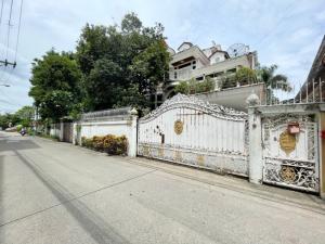 For RentHouseLadprao, Central Ladprao : บ้านให้เช่า ซอยลาดพร้าว 34 ใกล้สี่แยกรัชดา-ลาดพร้าว ขนาด 105 ตร.วา สูง 3 ชั้น 5 ห้องนอน เลี้ยงสัตว์ได้