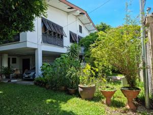 ขายบ้านพระราม 9 เพชรบุรีตัดใหม่ : บ้านเดี่ยว 305 ตร.ว. ซอยศูนย์วิจัย เข้าซอยไม่ลึก แวดล้อมดี เดินทางสะดวก