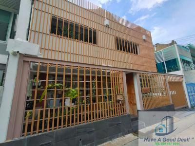 For SaleTownhouseSukhumvit, Asoke, Thonglor : Townhouse 34 sq.wa, Soi Ekamai 12 (Sukhumvit 93), suitable for business.