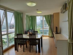 เช่าคอนโดพระราม 9 เพชรบุรีตัดใหม่ : W0176#ให้เช่าคอนโด การ์เดน-อโศก พระราม 9 คอนโดสวย 112 ตารางเมตร  3 ห้องนอน 3 ห้องน้ำ 1 ห้องครัว 1 ห้องทำงาน 1 ห้องนั่งเล่น ค่าเช่า 30,000 บาท/เดือน ชั้น 7 อาคาร A2  เครื่องปรับอากาศทุกห้อง เฟอร์นิเจอร์ครบ ที่จอดรถ 3 คัน