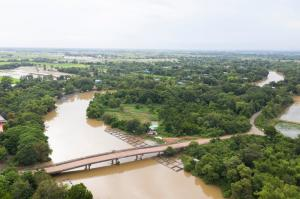 For SaleLandPrachin Buri : Land for sale in Prachinburi. The width of the Bang Pakong River is 124 meters.