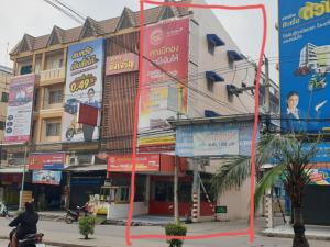 For SaleShophouseRangsit, Patumtani : 4.5 storey commercial building for sale with tenants, there is an elevator in the building, Navanakorn area, Pathum Thani.