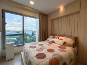 For SaleCondoPattaya, Bangsaen, Chonburi : Condo for sale, next to Central Chonburi, 100% parking, Casalunar Mesto, with built-in decoration in the whole room!!! 8th floor, sea view, clear view, no building block, room size 33 square meters (owner selling)