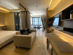 For RentCondoSukhumvit, Asoke, Thonglor : Top Floor! 1 BR at Urbitia Thong Lo by Nestcovery Realty