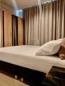 For RentCondoRama9, RCA, Petchaburi : Condo for rent Life Asoke-Rama9 BA21_07_147_05 beautiful room, complete electrical appliances, price 15,999 baht