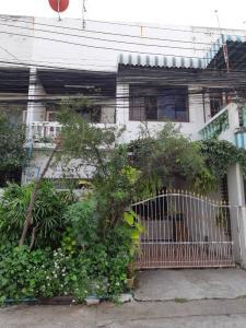 For SaleHouseRamkhamhaeng, Hua Mak : Townhouse for sale, Soi Ramkhamhaeng 117 Intersection 1, only 150 meters from Ramkhamhaeng Road.