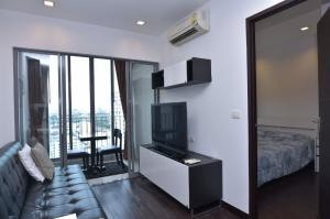 For RentCondoRatchathewi,Phayathai : 🔥High floor room, urgent sale, Ideo Q Phayathai🔥1 bed, 36 sq m, high floor, 20+, fully furnished, ready to move in. Call 065-979-5246 poster.