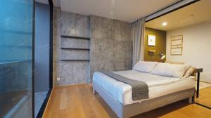 For RentCondoSathorn, Narathiwat : NOBLE REVO SILOM 1 Bedroom 1 Bathroom 33.79 sq.m. 14th Floor Modern Loft Condo for rent 17,500 Baht Near BTS Surasak