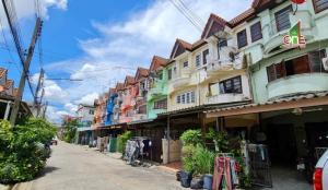 For SaleTownhouseMahachai Samut Sakhon : 3-storey townhouse, Pongsirichai Village 1, Petchkasem Road, Om Noi Subdistrict, Krathum Baen District, Samut Sakhon Province