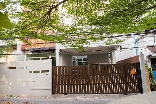 ขายบ้านสุขุมวิท อโศก ทองหล่อ : บ้านเดี่ยว สุขุมวิท49 (ทองหล่อ) ตกแต่งสวย ตัวบ้านดี ใจกลางย่านการค้า