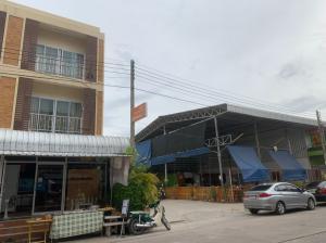 For SaleShophouseNakhon Sawan : 3 storey commercial building for sale, good location, corner plot.