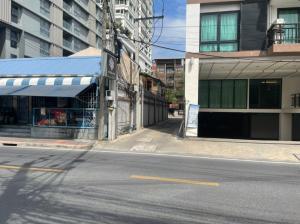 For RentLandSukhumvit, Asoke, Thonglor : Land for rent, 95 sq.wa., Sukhumvit 39, 5 minutes walk from BTS, located on Soi Phrom Phong, behind EmQuartier.