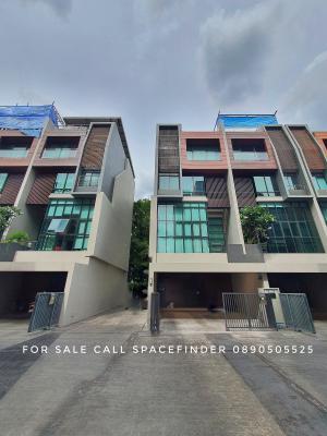 For SaleTownhouseOnnut, Udomsuk : House for sale Location Sukhumvit 63No. of Storeys 5Land Area 35.9 Sq.wah5-storey townhouse / townhome for sale at The Park Lane 22 on Sukhumvit 63 (Ekkamai) Soi 22, Bangkok. 3 bedrooms + 1 maid.Selling Price 24.5 million Bahtcall for viewing 089