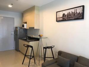 For RentCondoRatchadapisek, Huaikwang, Suttisan : Condo for rent: IDEO Ratchada-Huay Kwang, next to MRT Huai Khwang, 1 bedroom unit, fully furnished.