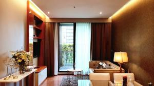 For RentCondoSukhumvit, Asoke, Thonglor : 2 bedrooms 72 sq.m. for rent at The Address Sukhumvit 28. [ BTS Phrom Phong ].