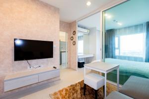 For RentCondoSamrong, Samut Prakan : M3651- Condo for rent, Aspire Erawan, next to BTS Erawan, has a washing machine. Fully furnished, ready to move in