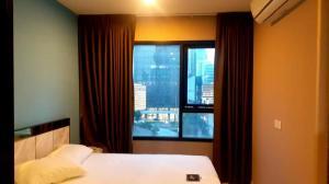 For RentCondoRama9, RCA, Petchaburi : Condo for rent Life Asoke, 8th floor, beautiful room number, fully furnished, near MRT Phetchaburi and Airport Link