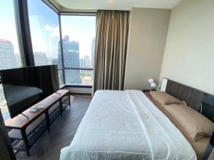 For RentCondoSukhumvit, Asoke, Thonglor : For rent, THE ESSE Sukhumvit 36, 19th floor, size 2 bedrooms, brand new room. Fully furnished and electrical appliances, near BTS Thonglor station
