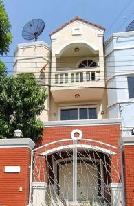 For RentTownhouseRatchadapisek, Huaikwang, Suttisan : HR825 3-storey townhouse for rent, behind the corner of Gasini Ville Village. Pracha Uthit Road, Huai Khwang District, near KIS International School