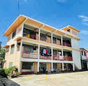ขายขายเซ้งกิจการ (โรงแรม หอพัก อพาร์ตเมนต์)พะเยา : ขายกิจการบ้านเช่าสุขสมบูรณ์ 17 Soi 1 Mu 9, Wiang, Mueang Phayao District, Phayao 56000Selling a house for rent, dormitory, area of 2 raiLocated on the main road, 5 minutes from Phayao Pittayakom School The address is 17 Soi 1 Mu 9, Wiang, Mueang