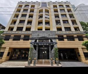 For SaleCondoSilom, Saladaeng, Bangrak : Condo for sale Pipat Place, ready to move in  near BTS Chong Nonsi, Cheap Price!