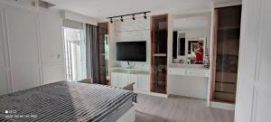 เช่าคอนโดบางซื่อ วงศ์สว่าง เตาปูน : B014 Regent Home Bangson Phase 28. 1 bed 56 sqm. 23 floor.