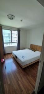 For RentCondoKasetsart, Ratchayothin : Condo for rent, U Ratchayothin, Soi Phahonyothin 32, pool view.