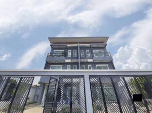 ขายทาวน์เฮ้าส์/ทาวน์โฮมมีนบุรี-ร่มเกล้า : ขายด่วน. ทาวโฮม ถ. รามคำแหง 118, 5 ห้องนอน, Urgent sale ! Townhouse at Ramkhamhaeng 118 rd., 5 bedrooms, 4 restrooms and 2 living bedrooms