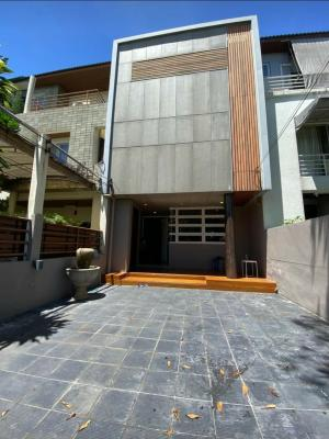 For RentTownhouseRatchadapisek, Huaikwang, Suttisan : Available for rent. Large Townhome in Ratchada area, 6 bedrooms, usable area 350 sq m. Suitable for home office.