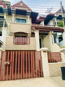 เช่าทาวน์เฮ้าส์/ทาวน์โฮมพัฒนาการ ศรีนครินทร์ : ทาวน์โฮมให้เช่า Royal Nakarin Villa  4ชั้น 4นอน 4น้ำ🧚♀️