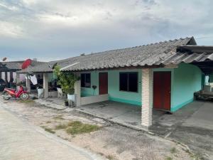 ขายบ้านระยอง : ขายบ้าน 1หลัง พร้อมห้องแถว 3 ห้อง พื้นที่ 100 ตารางวา