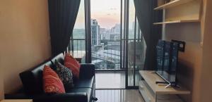 For RentCondoOnnut, Udomsuk : IDEO Mix Sukhumvit 103, next to BTS Udom Suk for rent, room size 31 sqm., 16th floor, fully furnished.