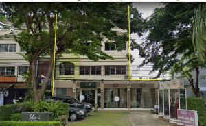 For RentShophouseYothinpattana,CDC : BH1114 Commercial building for rent, 4 floors, 3 booths, next to the road along the expressway. Ekkamai-Ramintra Pradit Manutham District near town in town Wang Thonglang District