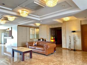 For RentCondoSukhumvit, Asoke, Thonglor : B032 The President Park View Tower 3 bed 262 sqm. 36 floors.