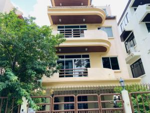 For RentTownhouseSukhumvit, Asoke, Thonglor : Townhouse for rent in Phrom Phong, lots of usable space.