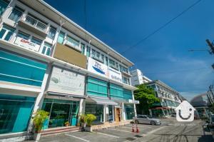 For SaleShophouseOnnut, Udomsuk : Commercial building for sale, 4-storey home office, H.Cape project (H Cape), Sukhapiban 2 Road - On Nut, price 11 million baht.