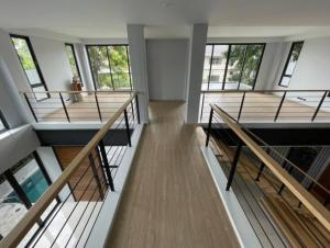 For RentHouseOnnut, Udomsuk : LBH0194 3-storey detached house for rent with private pool in Phra Khanong area.