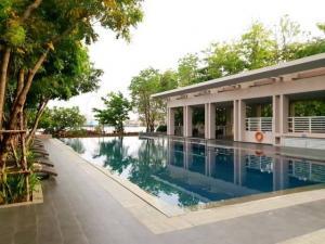 For RentCondoWongwianyai, Charoennakor : Condo for rent, Watermark Chao Phraya River, 3 bedrooms, 3 bathrooms, 144 sq.m., price 50000 baht per month.