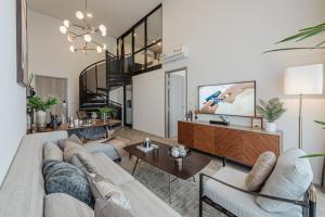 "For SaleCondoOnnut, Udomsuk : New! Special room Duo Space, 2 floors, 2 bedrooms, 4.6 meters high ceiling ""Siamese Sukhumvit 87 (RAMADA RESIDENCE SUKHUMVIT 87)"", on Sukhumvit Road, near BTS On Nut - Bang Chak"